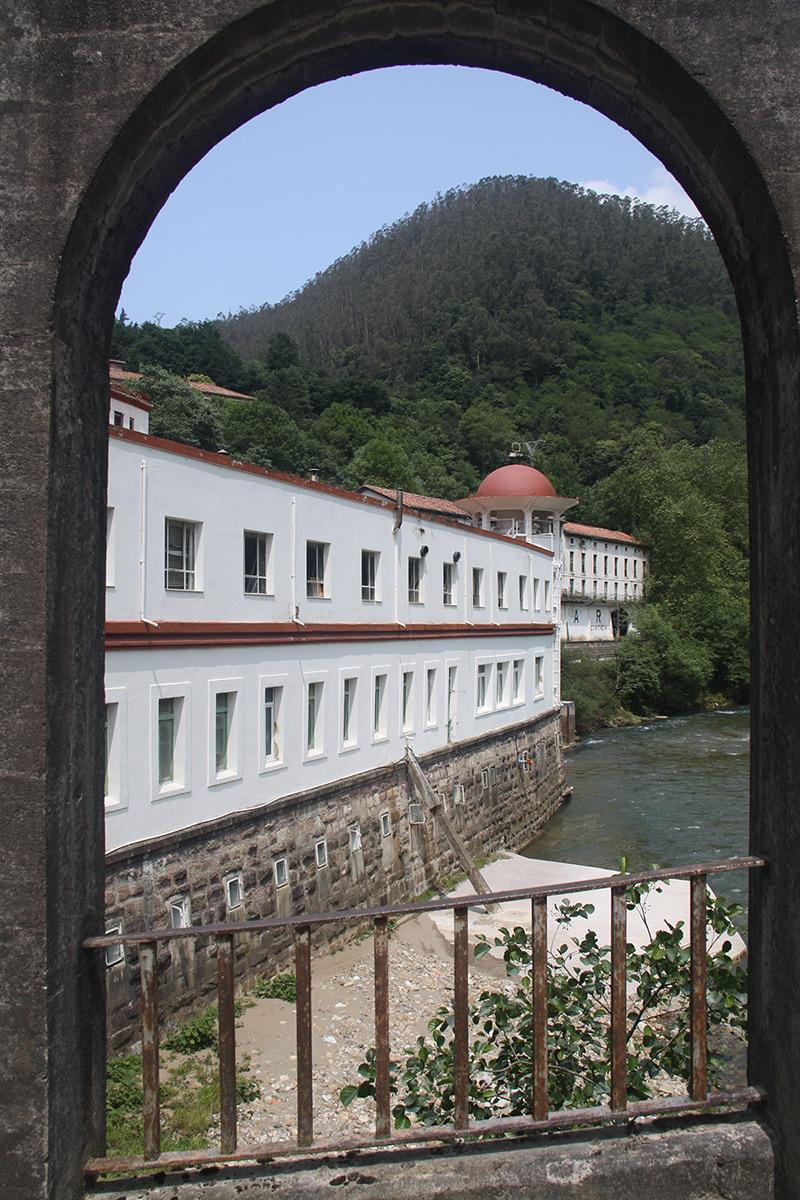 Balneario Las Caldas de Besaya, arco puente pasaje