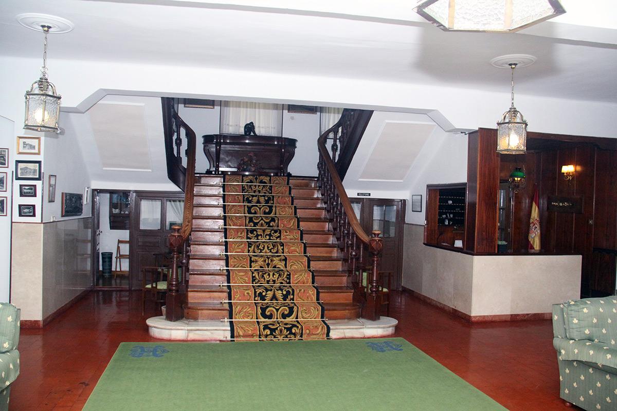 Balneario Las Caldas de Besaya, escalera principal y recepción