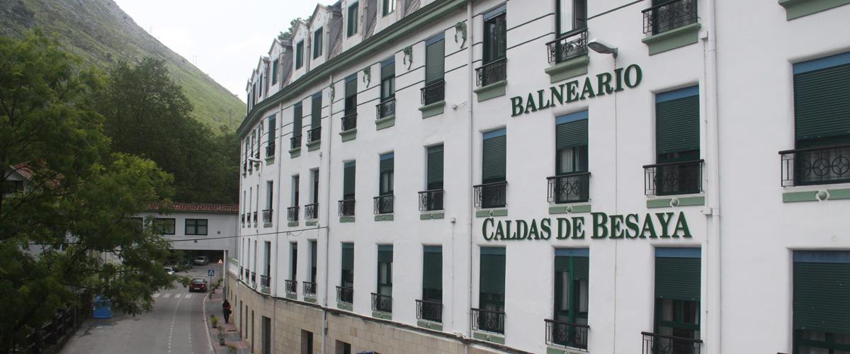Balneario Las Caldas de Besaya, fachada principal y pasadizo